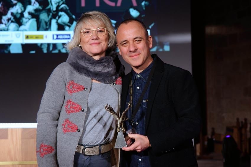 El actor Javier Gutiérrez recoge el Águila de Oro en la ceremonia de clausura del festival